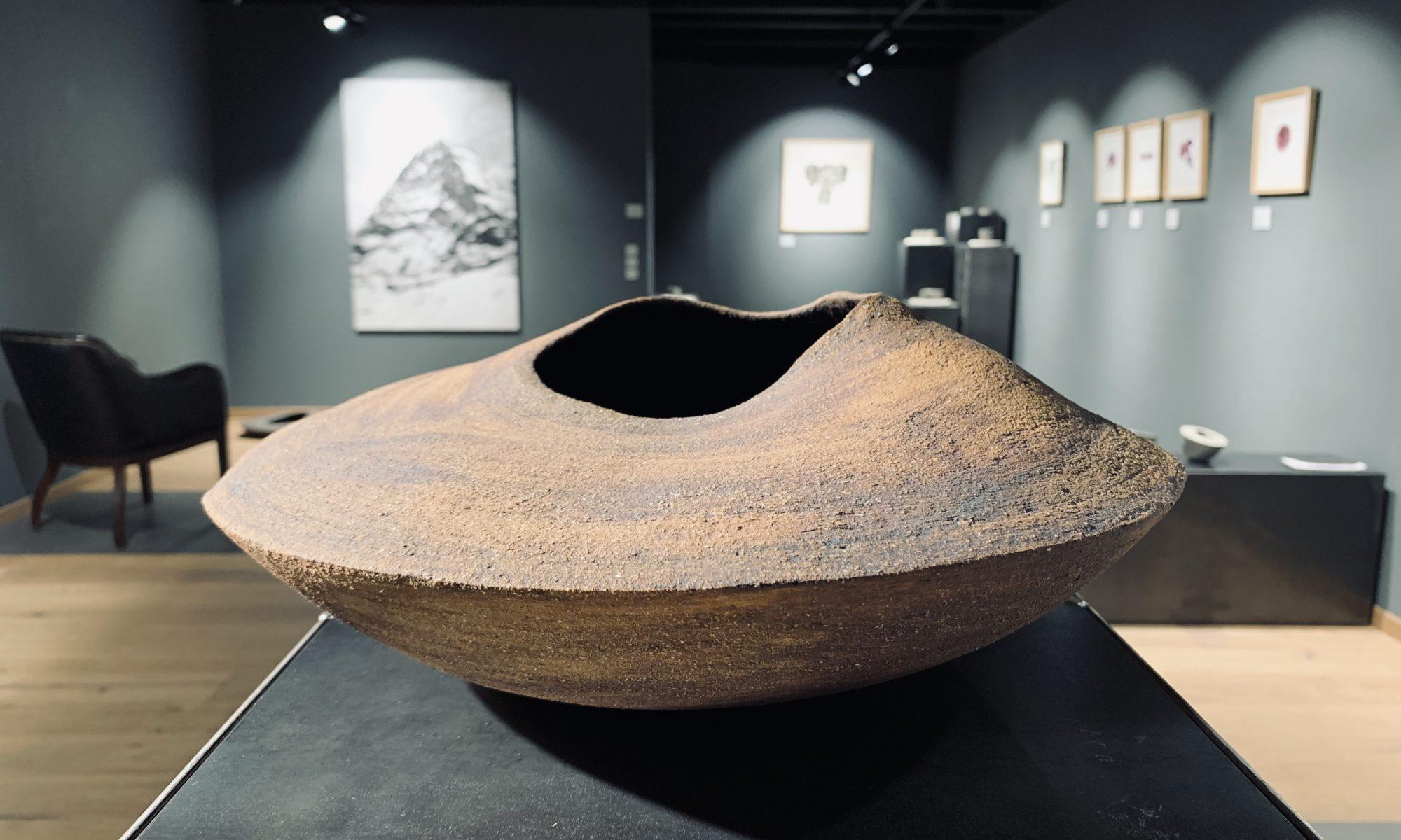 _volupte V camille rollier  sculpture Terre Pauline avec oxyde de fer Façonnage au colombin Cuisson 1280 diam. 35 cm